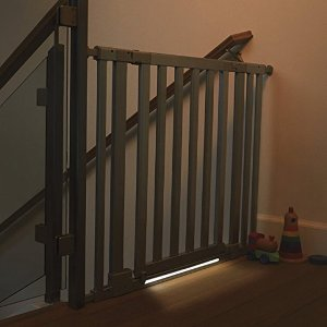 munchkin luna safety gate led